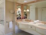 Villa Suite King és Beverly Suite mosdója