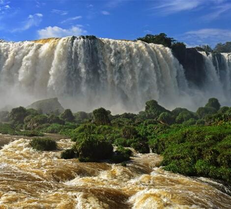 Helikopterrel vagy csónakkal az Iguazú-vízeséshez